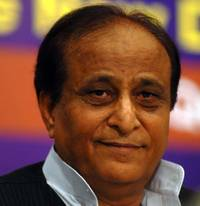 Taj Mahal should be handed over to Wakf Board: Azam Khan